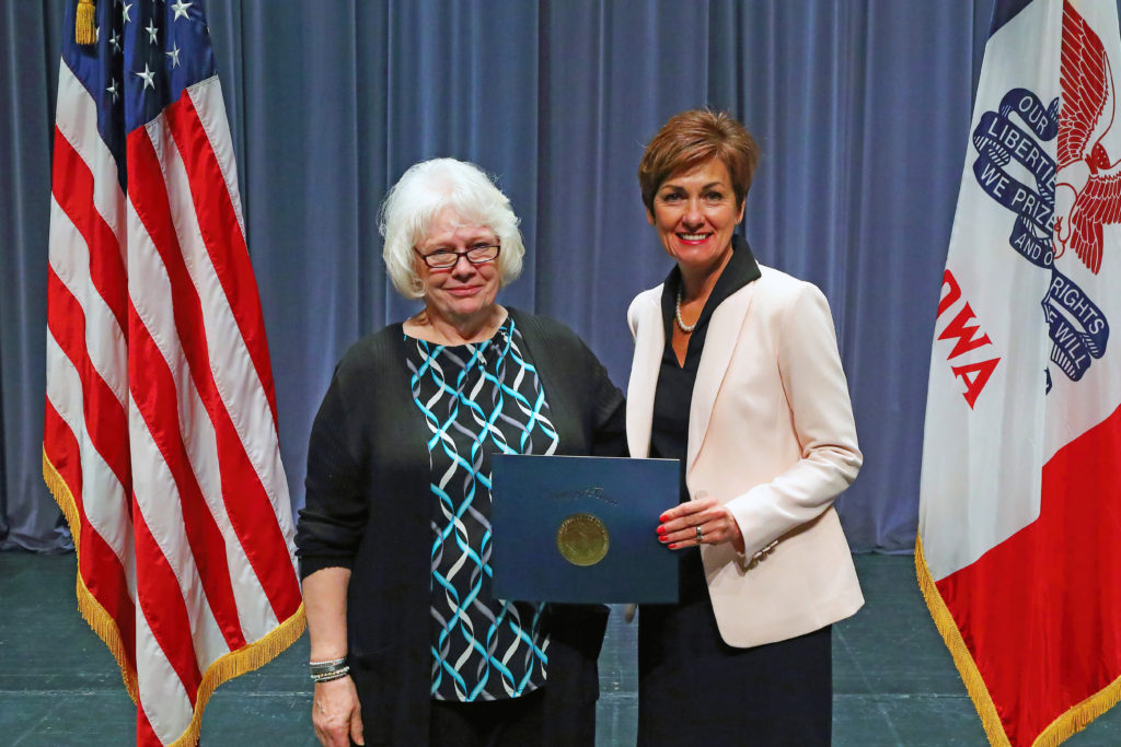 Donna Dravis Receives Governor's Volunteer Award for Service to Self-Help